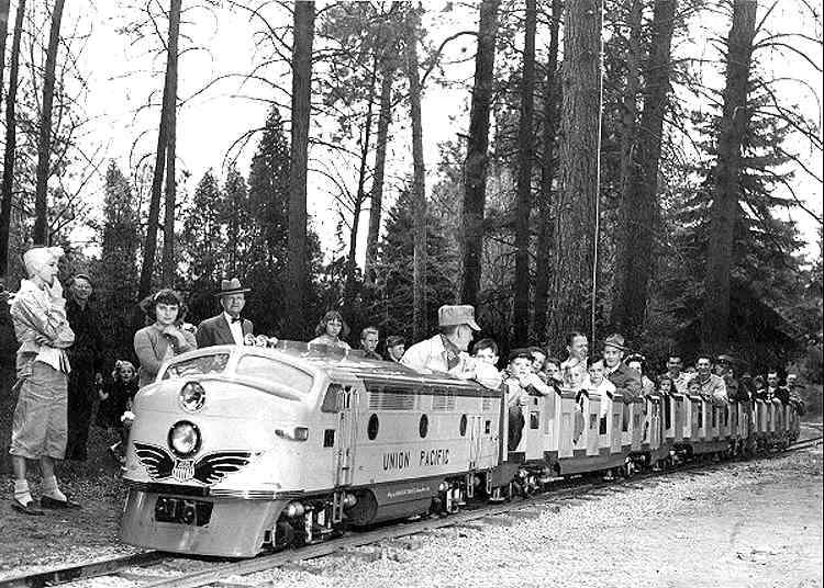 nat-MiniatureTrain1955a